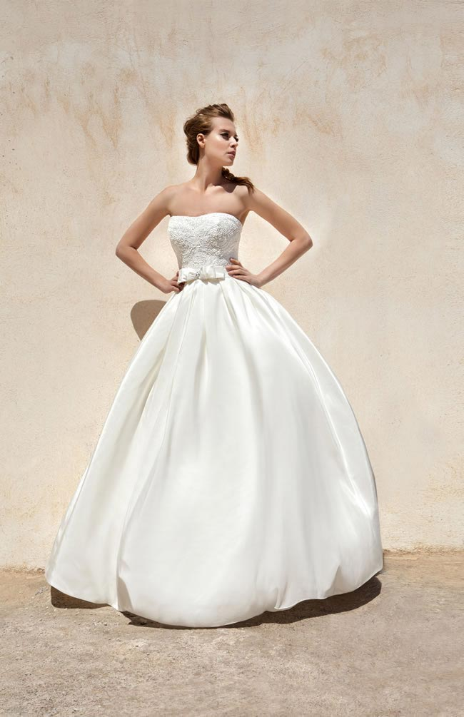We love the classic ballgown shape of Grace