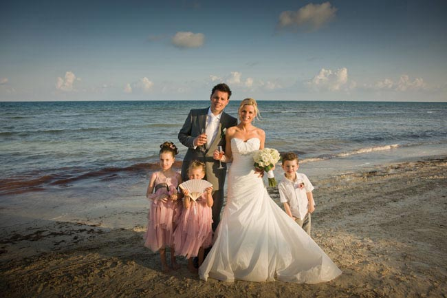dont-look-now-ladies-jonny-wilkinsons-married-man-smallweddingtips