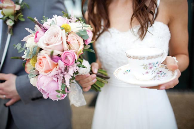 wes-lauras-gorgeously-eclectic-diy-wedding-navyblur.co.uk  1358347056WesLaura0317