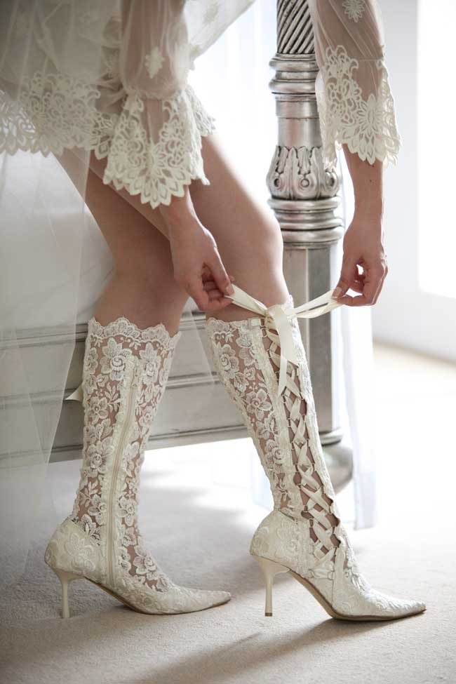 11-super-stylish-and-comfortable-winter-wedding-shoes-victorian-boot