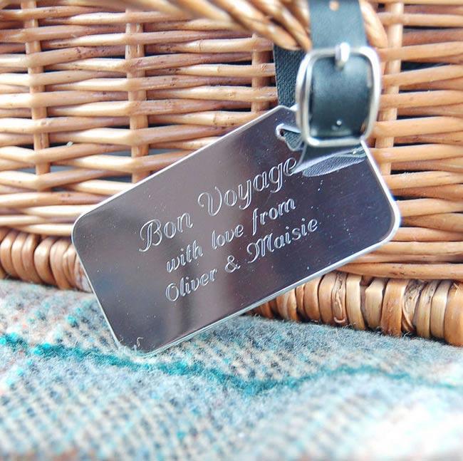 8-fabulous-favour-ideas-beach-wedding-luggage-tag