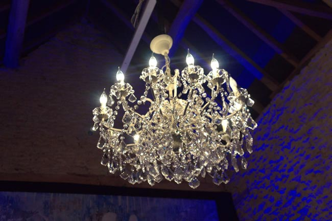 9-budget-friendly-ways-style-wedding-reception-venue-lighting1