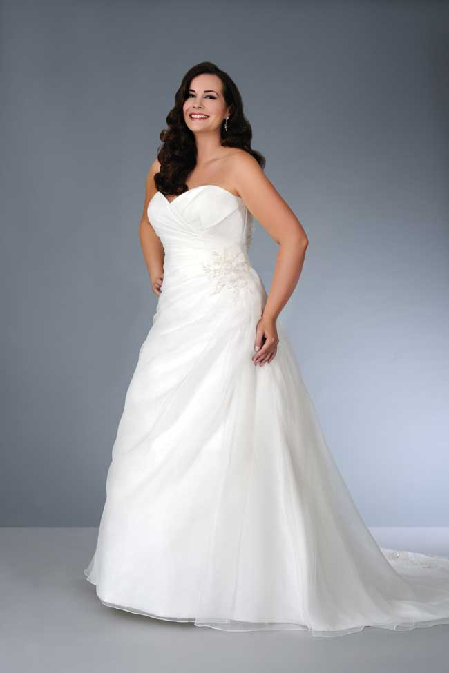 Plus-size-specialists-LilyRose-Bridal-to-stock-True-Bride-dresses-sonsie
