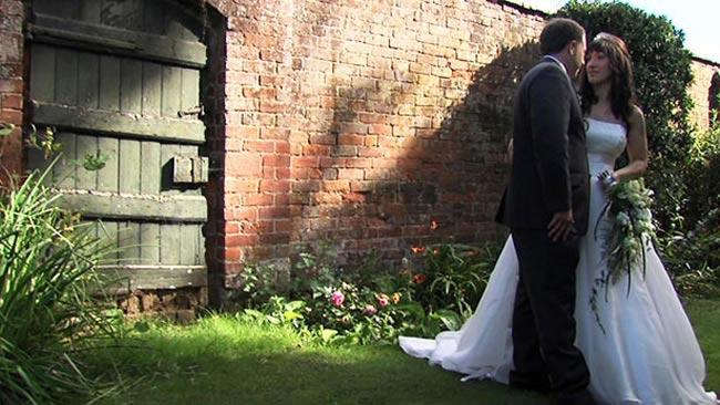 amazing-reception-ideas-confettis-real-brides-KerrieCarl3