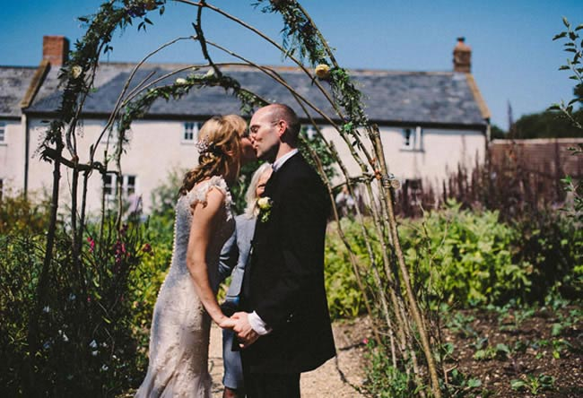 amazing-reception-ideas-confettis-real-brides-lynnsimon3