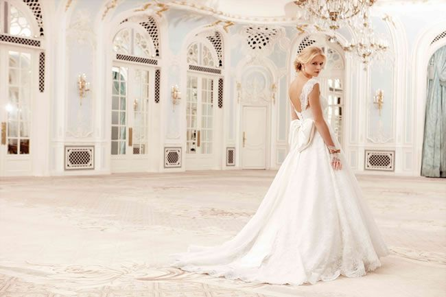 be-inspired-by-the-couture-glamour-of-the-sassi-holford-savoy-collection-2014_Sadie 3