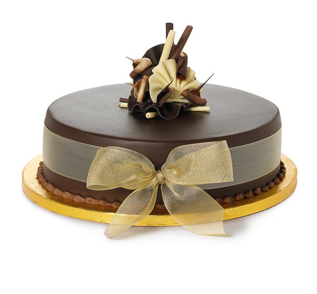 how-to-choose-high-street-wedding-cakes-to-suit-your-theme-single-choc-cake