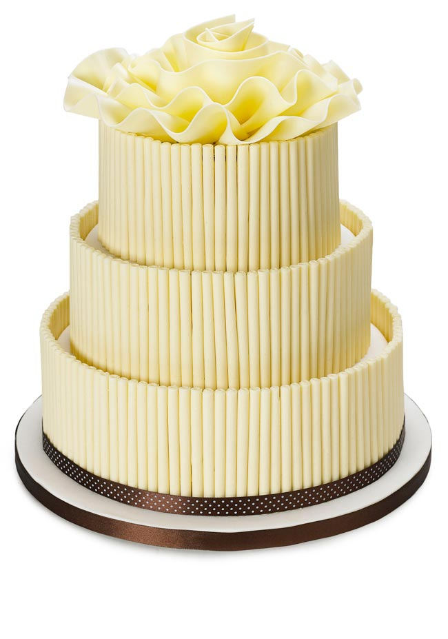 how-to-choose-high-street-wedding-cakes-to-suit-your-theme-white-choc-cake