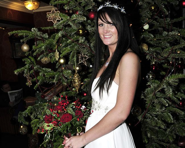 how-to-have-a-fabulously-festive-christmas-wedding-studiolux.co.uk_LUX1127-F