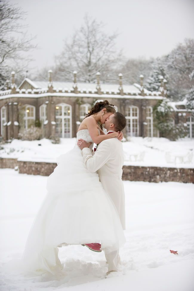 Snowy real wedding © Lee Hatherall