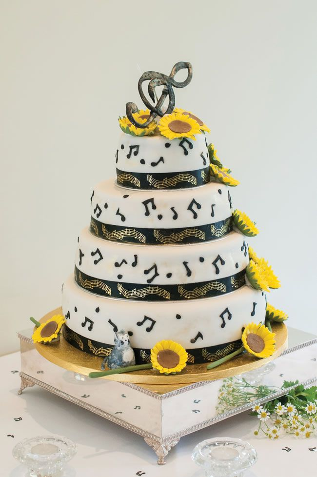 we-love-lindsey-and-daves-sunny-music-themed-wedding-weddingsbynicolaandglen.com-ReceptionandGuests-0025