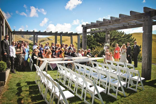 we-love-rachel-and-tims-beautiful-outdoor-real-wedding-in-new-zealand-kathrynwilsonphotography.com  rtw-2250