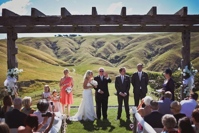 we-love-rachel-and-tims-beautiful-outdoor-real-wedding-in-new-zealand-kathrynwilsonphotography.com  rtw-2838
