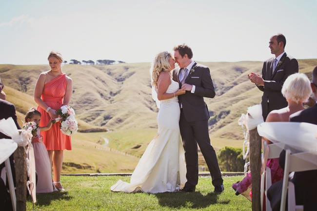 we-love-rachel-and-tims-beautiful-outdoor-real-wedding-in-new-zealand-kathrynwilsonphotography.com  rtw-2885