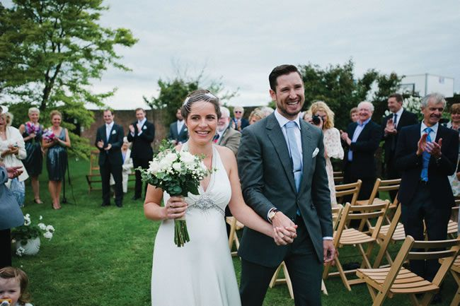 We love Wiz and Jeremy's simple and sweet garden wedding © Kristian Leven