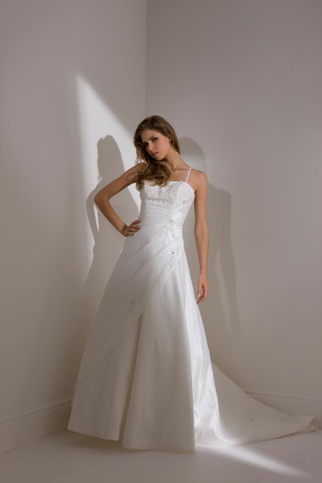 Budget Brides Listen Up Here Are 10 Wedding Dresses Under 500