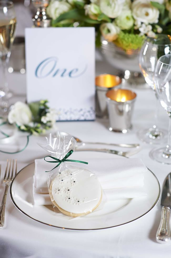11-fantastic-wedding-favour-ideas-that-are-a-little-bit-different-gc-couture-cookies