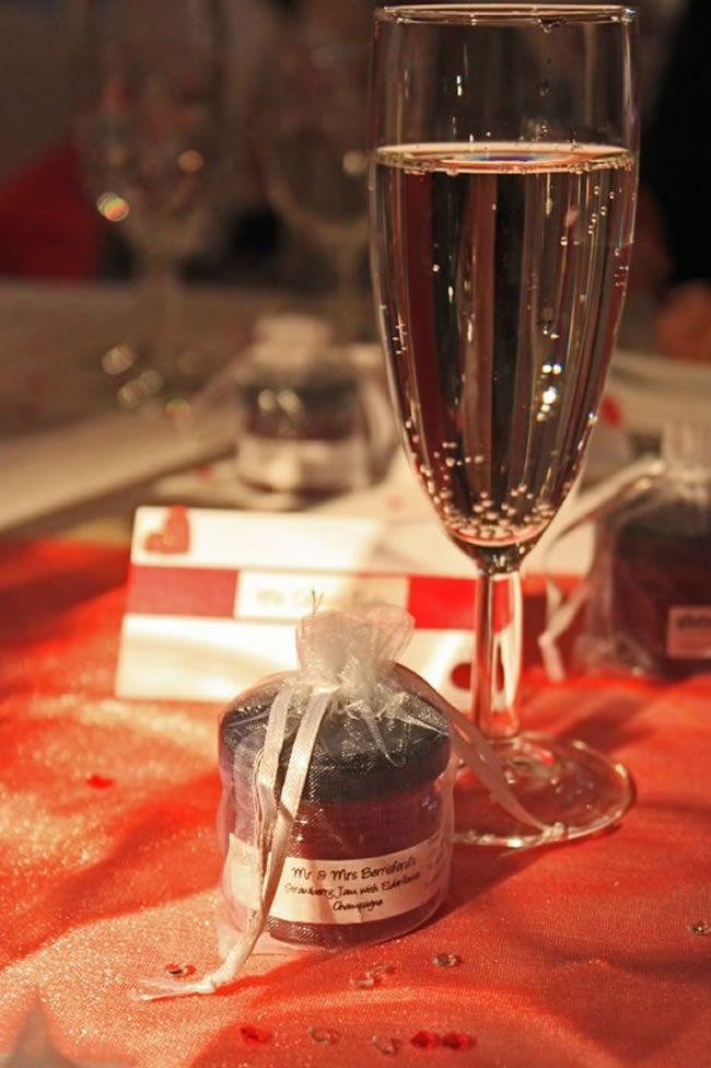 11-fantastic-wedding-favour-ideas-that-are-a-little-bit-different-jam-favour