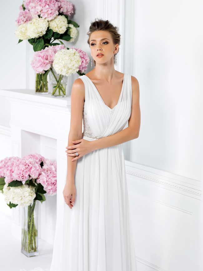 11-informal-wedding-dresses-for-a-relaxed-celebration-F161019-Jasmine