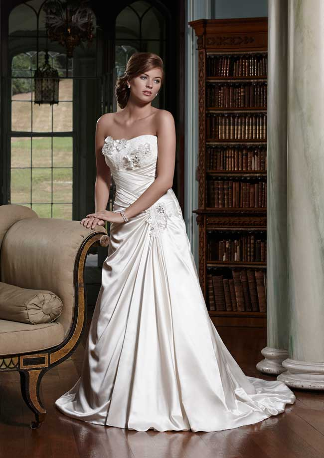 20-glamorous-wedding-dresses-full-of-sparkle-and-shine-Grace-Olivia-Grace-at-Romantica-of-Devon