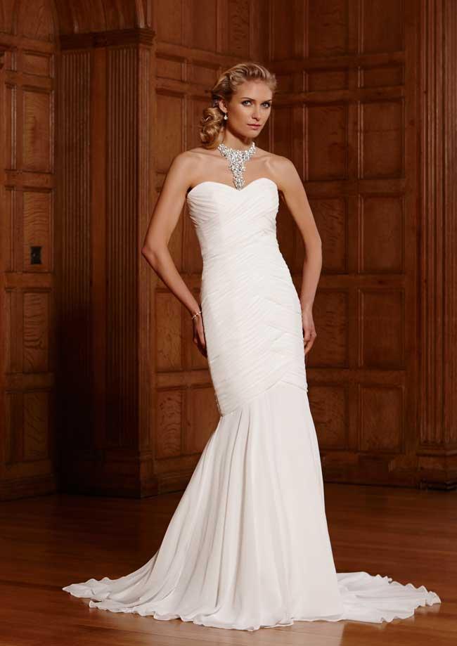 20-glamorous-wedding-dresses-full-of-sparkle-and-shine-Panama-Romantic-of-Devon