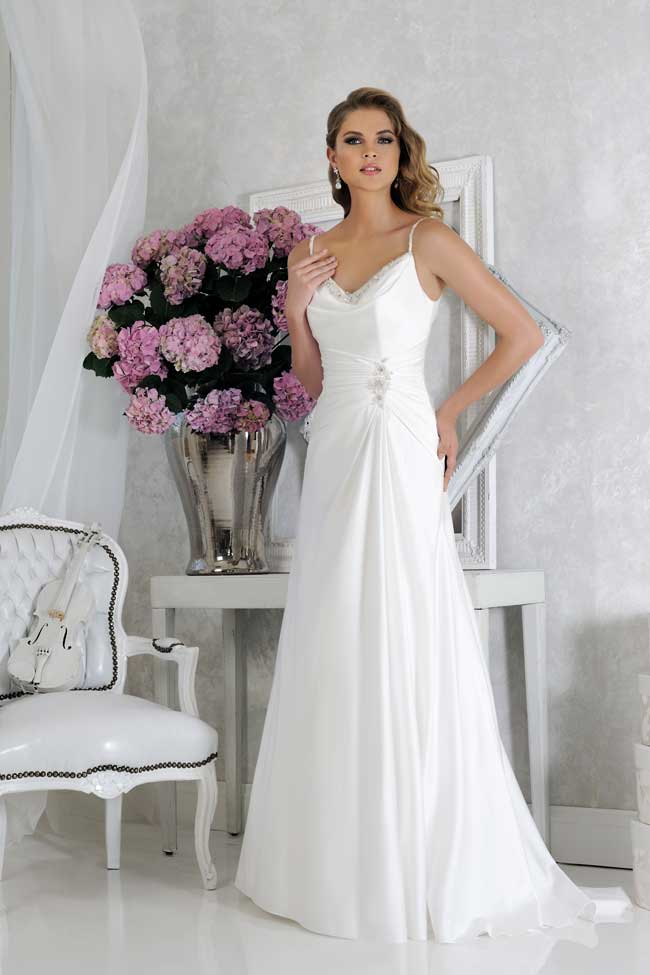 20-glamorous-wedding-dresses-full-of-sparkle-and-shine-Style-VR61353-Veromia
