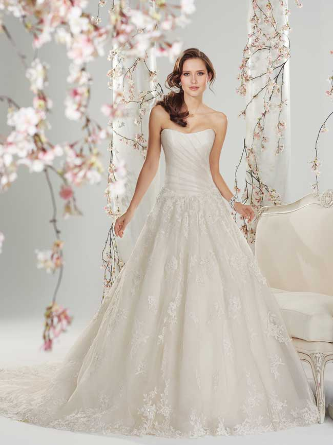 20-of-the-best-floral-wedding-dresses-for-a-country-garden-theme-Y11416_sophia-tolli-wedding_dresses_2014