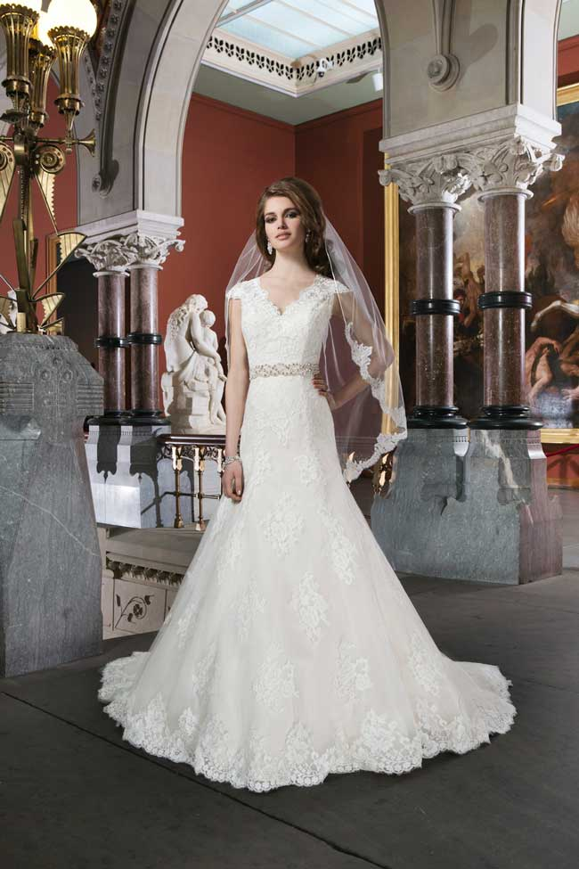 20-of-the-best-new-lace-wedding-dresses-for-2014-Style-8703-Justin-Alexander