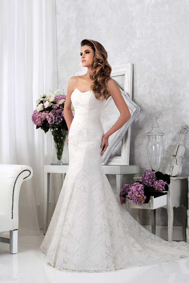 20-of-the-best-new-lace-wedding-dresses-for-2014-Style-VR61372-veromia.co.uk