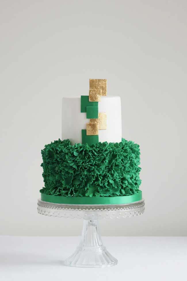 7-stunning-wedding-cakes-wow-factor-Cakes-by-Krishanthi-Emerald-Frill-425