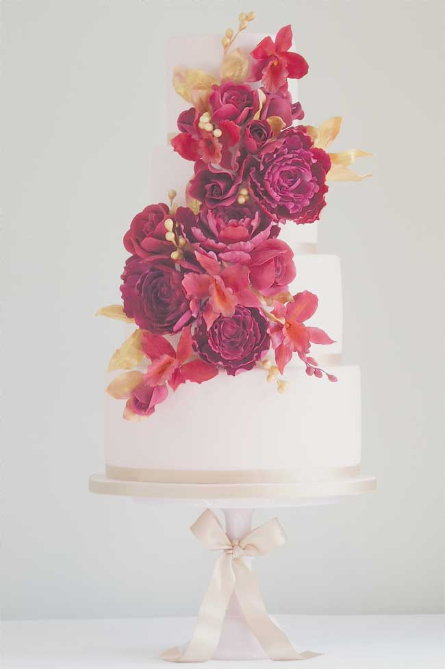 7-stunning-wedding-cakes-wow-factor-Ruby-1500-serves-200