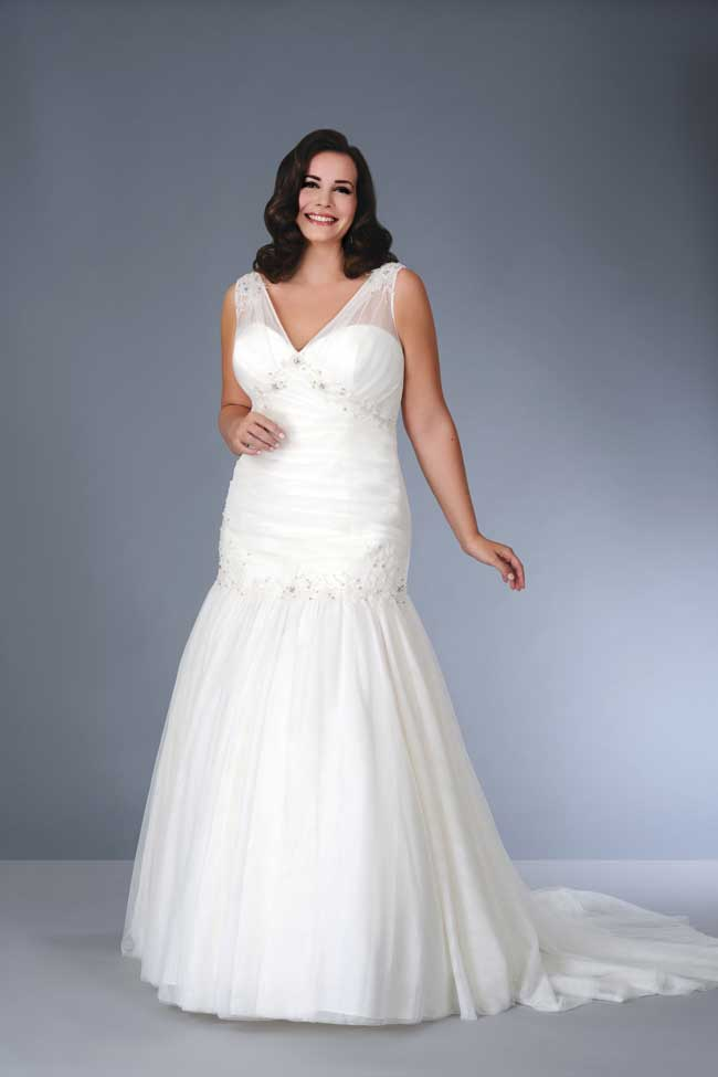8-essential-wedding-dress-shopping-tips-for-plus-size-brides-Son-91351-01-tall