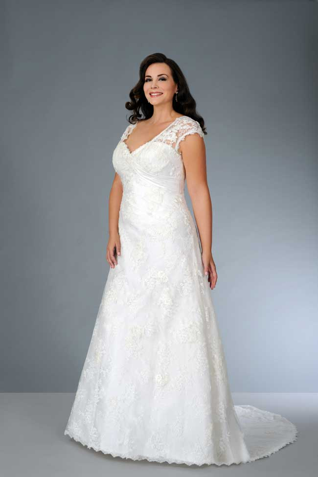 8 Essential Wedding Dress Shopping Tips For Curvy Brides