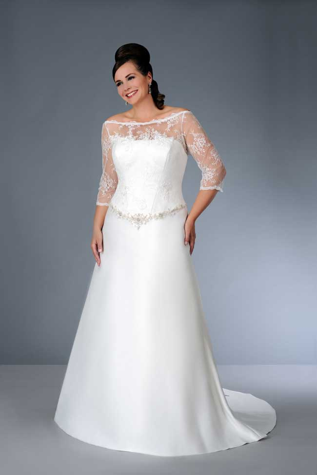 8-essential-wedding-dress-shopping-tips-for-plus-size-brides-Son-91356-01