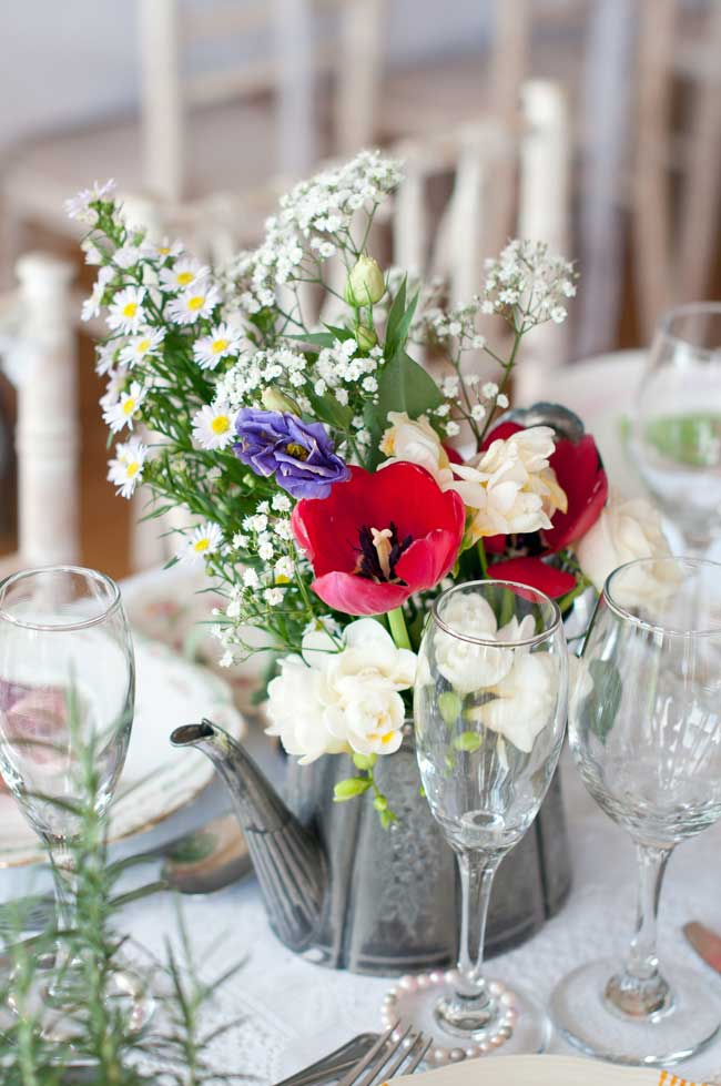 8-inspirational-table-centre-ideas-for-spring-and-summer-weddings-sarareeve.com