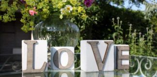 8-little-wedding-buys-that-will-make-a-big-impact-on-the-day-LOVE_BLOCKS_www.biglittlethings.co.uk-5.95