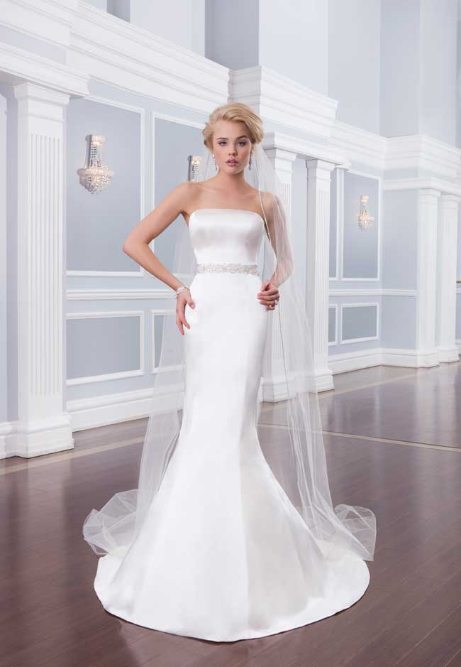 9-jaw-dropping-wedding-dresses-your-groom-will-love-6316_Lillian-West