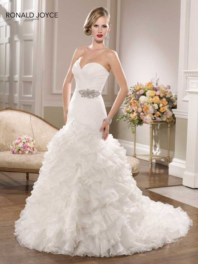 9-jaw-dropping-wedding-dresses-your-groom-will-love-67065-Ronald-Joyce