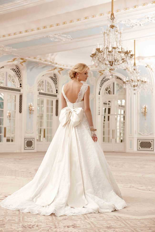 9-jaw-dropping-wedding-dresses-your-groom-will-love-Sadie-Sassi-Holford