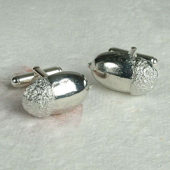 9-thoughtful-thank-you-gifts-to-give-your-mum-and-dad-acorn-cufflinks