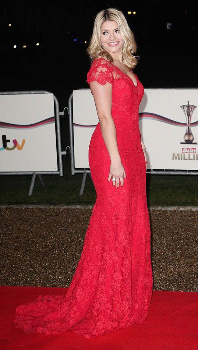 holly-willoughby-wows-in-scarlet-suzanne-neville-gown-at-military-awards-2