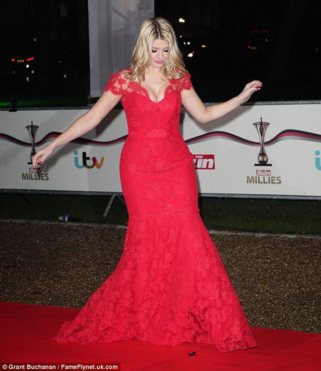 holly-willoughby-wows-in-scarlet-suzanne-neville-gown-at-military-awards-grant-buchanan-fameflynet.uk.com