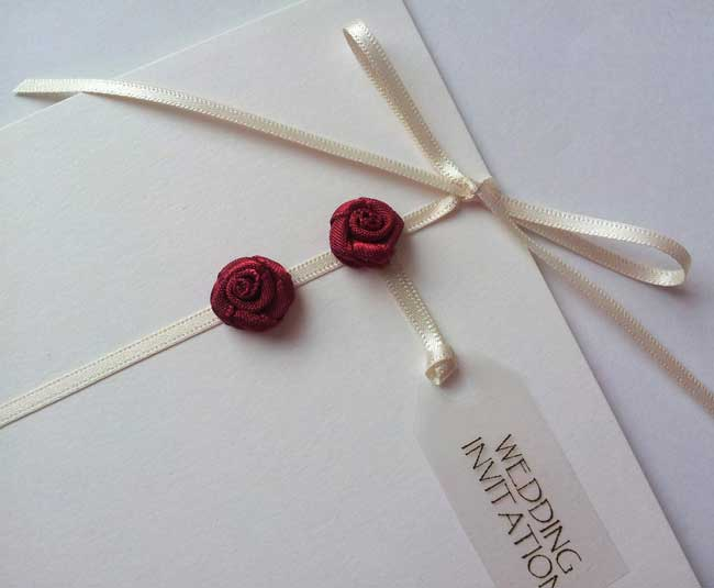 how-to-choose-stationery-to-match-the-hottest-wedding-themes-SEDUCTION
