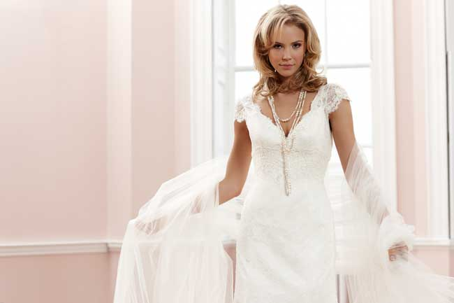 sassi-holfords-signature-collection-full-statement-silhouettes-Sassi-Holford-2014-Signature---Claudia-1