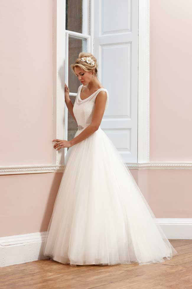 sassi-holfords-signature-collection-full-statement-silhouettes-Sassi-Holford-2014-Signature---Mimi