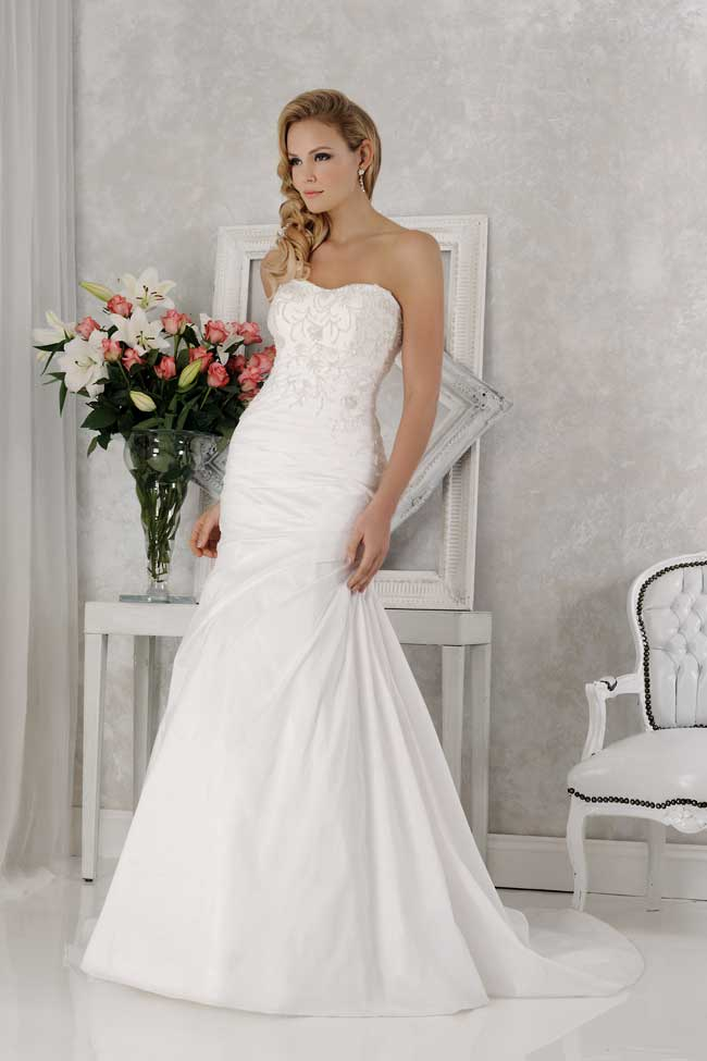 veromias-new-collection-perfect-dress-every-figure-VR61375
