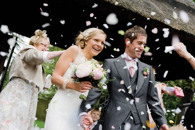 We're loving Jenny and Robert's traditional English country garden wedding! © shoot-lifestyle.co.uk