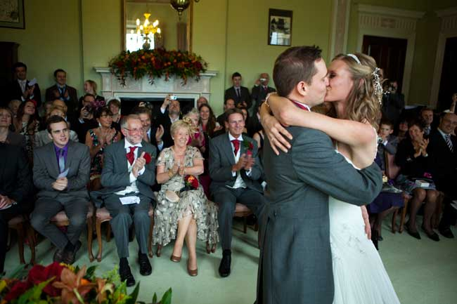 your-first-kiss-as-husband-and-wife-top-tips-for-getting-it-right-craigprentis.co.uk