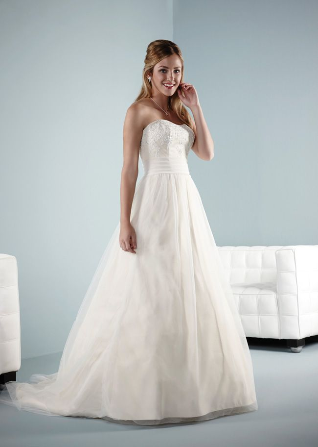 10-dreamy-wedding-dresses-under-500-Blake-new