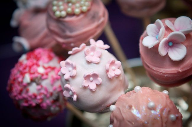 13-of-the-coolest-wedding-reception-trends-for-2014-cake-pops